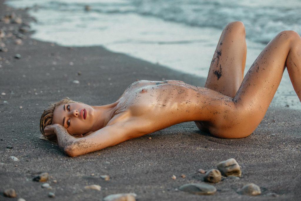 Book sexy en bikini y desnudo en Marbella